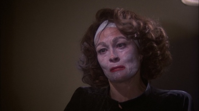 Faye Dunaway dans Mommie dearest de Frank Perry © Paramount Pictures