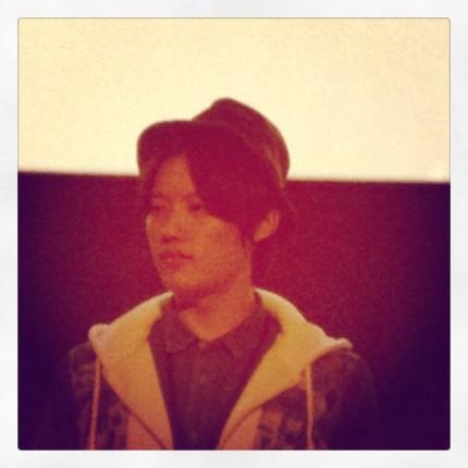 Shin Ju-hwan et son fort seyant chapeau lors du Q&A avec le public © fredMJG/Instagram