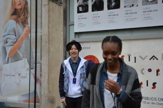 Shin Ju-Hwan de plus en plus hilare durant sa session photo où il a posé avec tout ce que le public comptait d'admiratrices © FredMJG