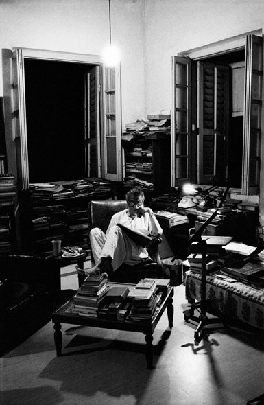 La solitude du cinéaste de fond © Nemai Ghosh/Delhi Art Gallery [Source : /www.bfi.org.uk]