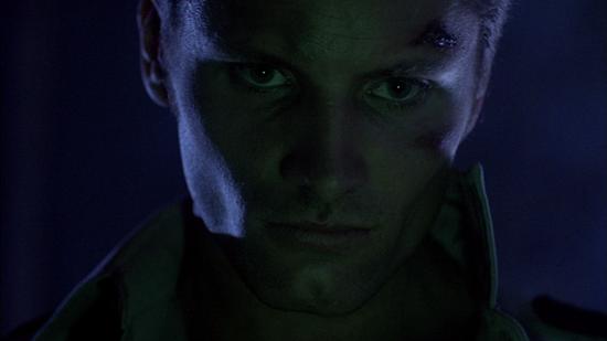 Viggo Mortensen dans Prison de Renny Harlin © Empire Pictures [La seule et unique raison de regarder ce film. NDLR]