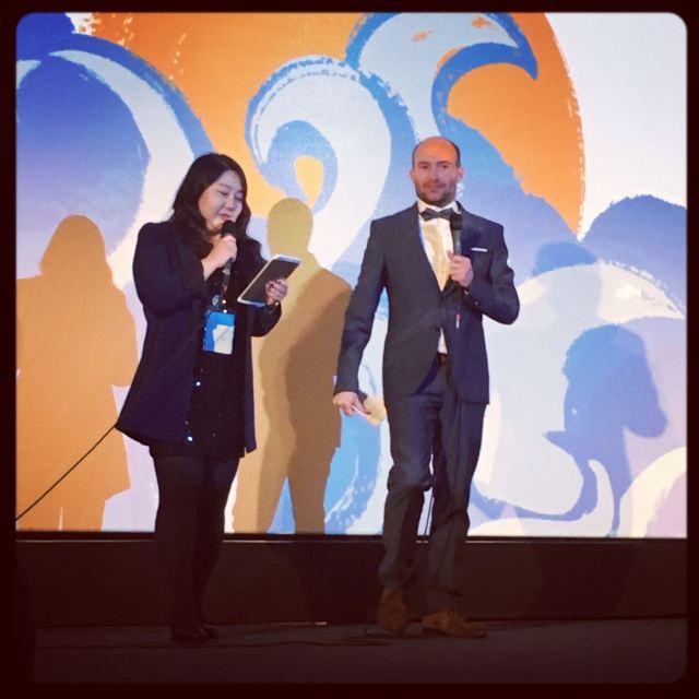 Les maîtresse et maître de cérémonie, KIM Ah-ram, interprète et David Tredler, taulier de L'impossible blog ciné © FredMJG