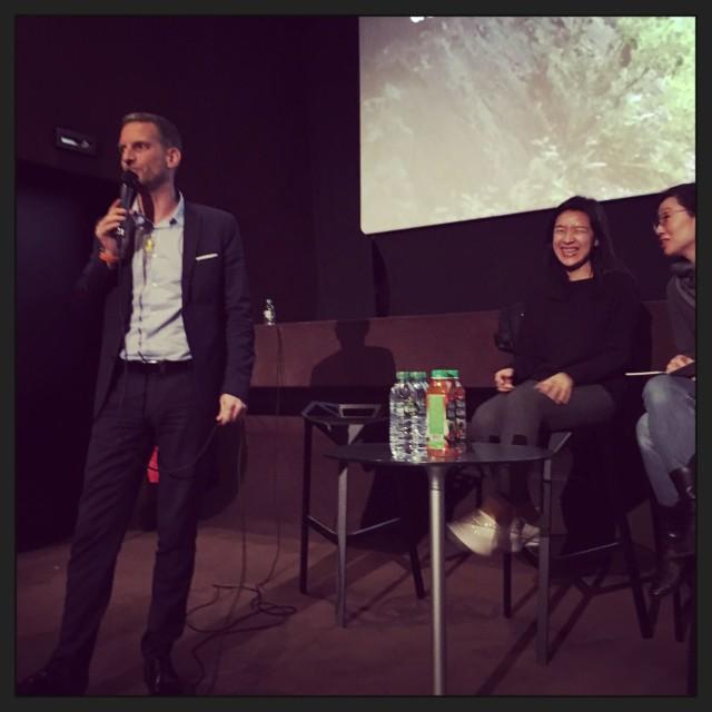 Bastian Meiresonne au micro, en compagnie de YOON Ga-eun et de KIM Yejin, interprète © FredMJG