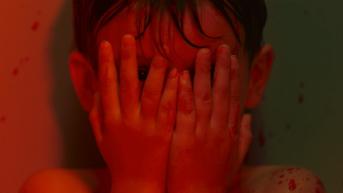 Lysandre Robic dans Sous la mousse d'Ollivier Briand © Capricci